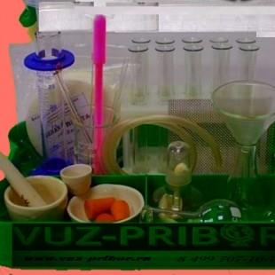 Лоток с лабораторной посудой и принадлежностями в индивидуальной упаковке